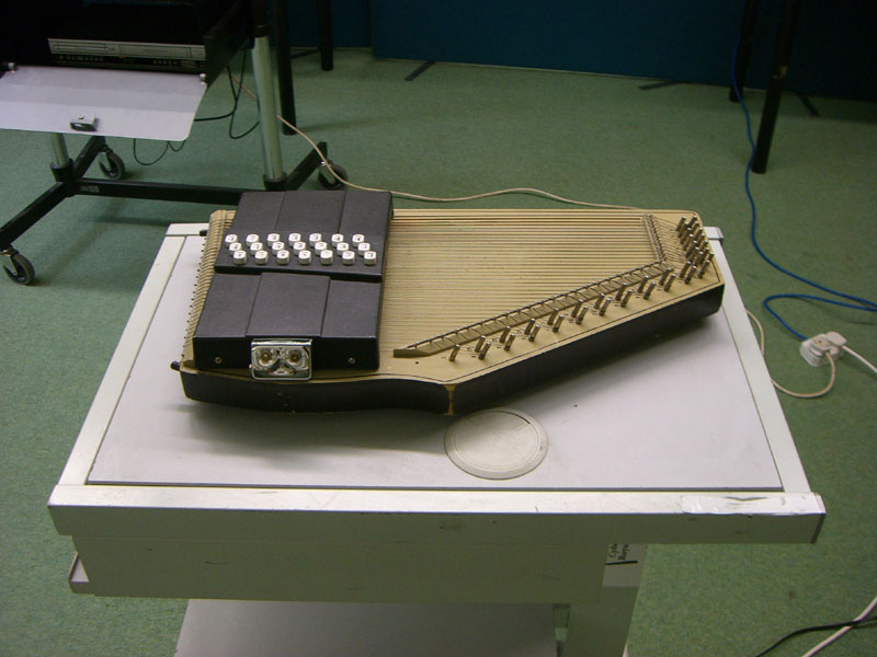 Autoharp used to accompany the recital of